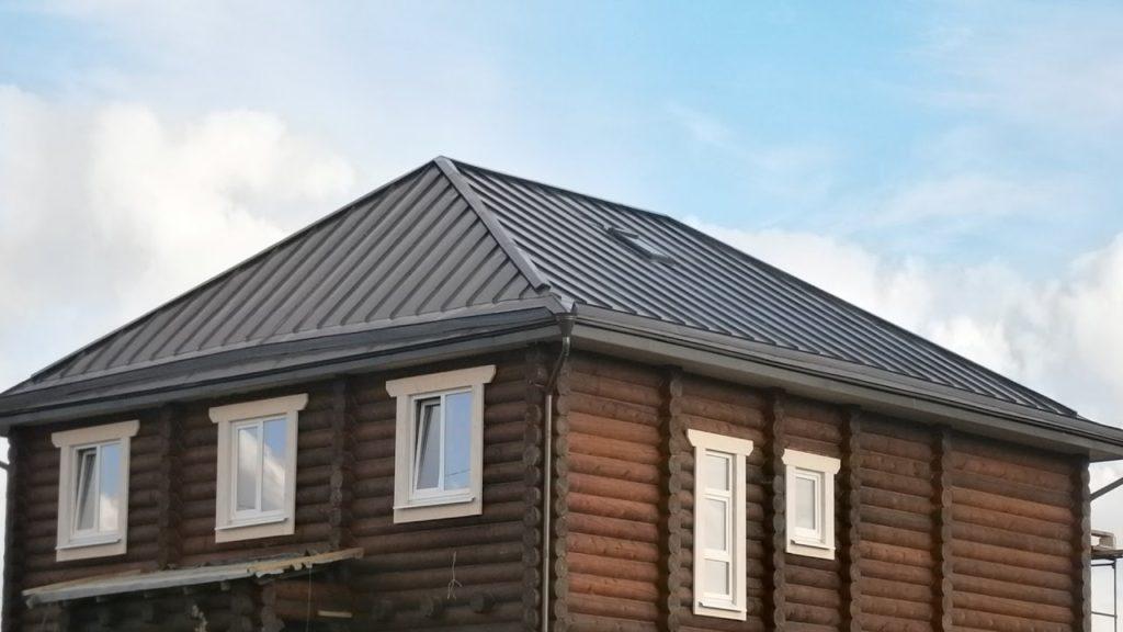 на фото вальмовая крыша