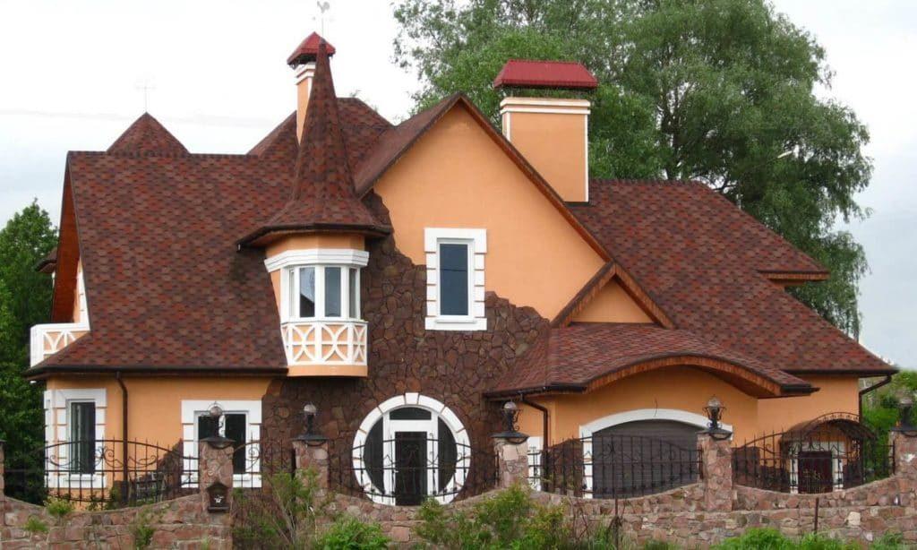 на фото комбинированная крыша