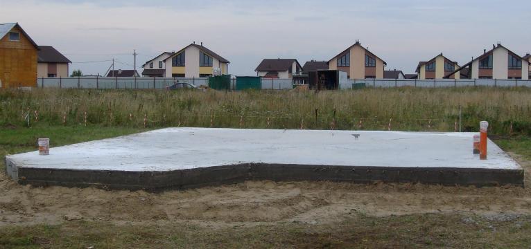 на фото фундамент монолитная плита