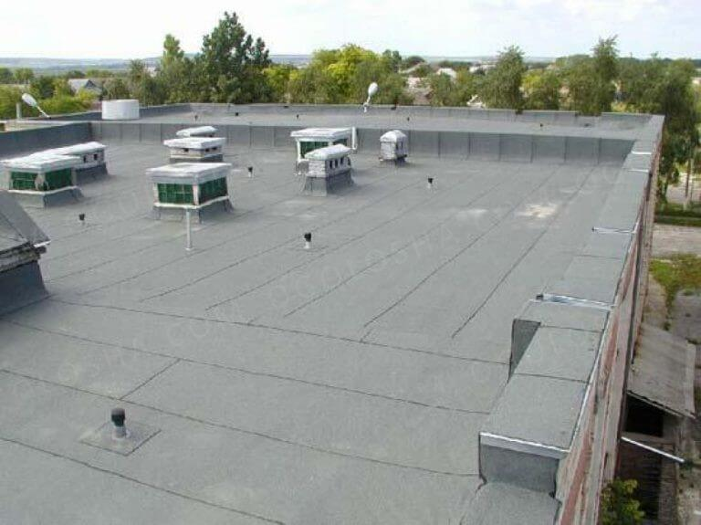 на фото неэксплуатируемая плоская крыша